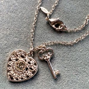 ⭐️2 for $10 Avon NWT Heart/Key Silver Necklace